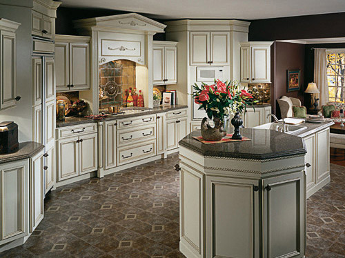Charmant Castle Vision Design Is Pleased To Offer Fine Cardell Semi Custom Cabinetry.